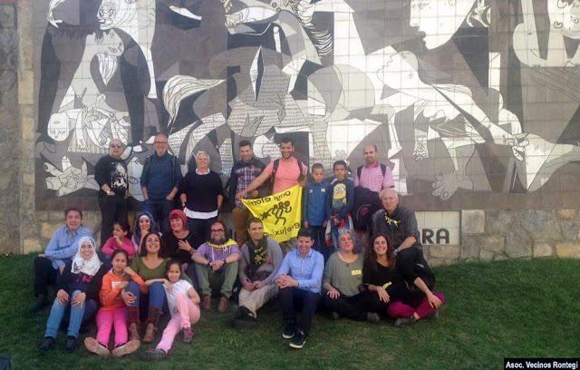 Barakaldeses en el acto prorrefugiados en Gernika