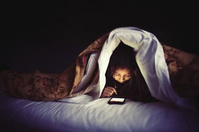 nda orang tua yang secara sadar dan tak sadar memberikan perangkat handphone (HP) pada anak ? ada baiknya simak dahulu penjelasan ini.