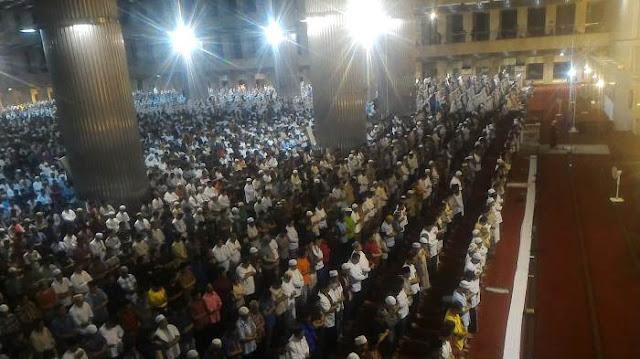 Ribuan Jamaah Padati Masjid Istiqlal Guna Laksanakan Sholat Tarawih