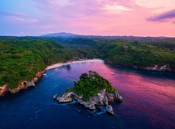 Tempat Wisata Terindah Paling Hits di Nusa Penida Crystal Bay Beach