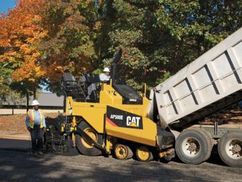 Máy rải nhựa đường Cat AP500E và AP555E
