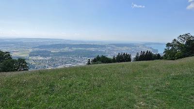 Blick vom Bözingenberg auf Biel und den See