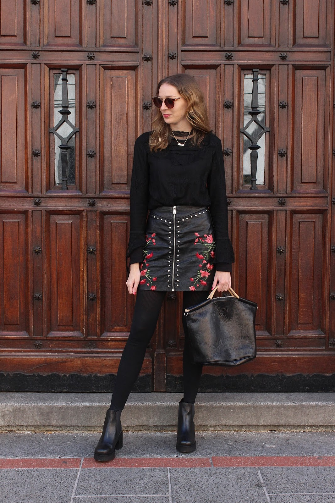 total-black-look-leather-skirt-street-style
