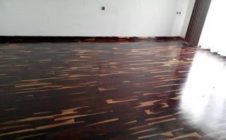 Proyek pemasangan lantai kayu sonokeling