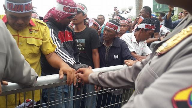 Tolak UWTO : Masyarakat Demo Kantor BP Batam,  Minta Kebijakan