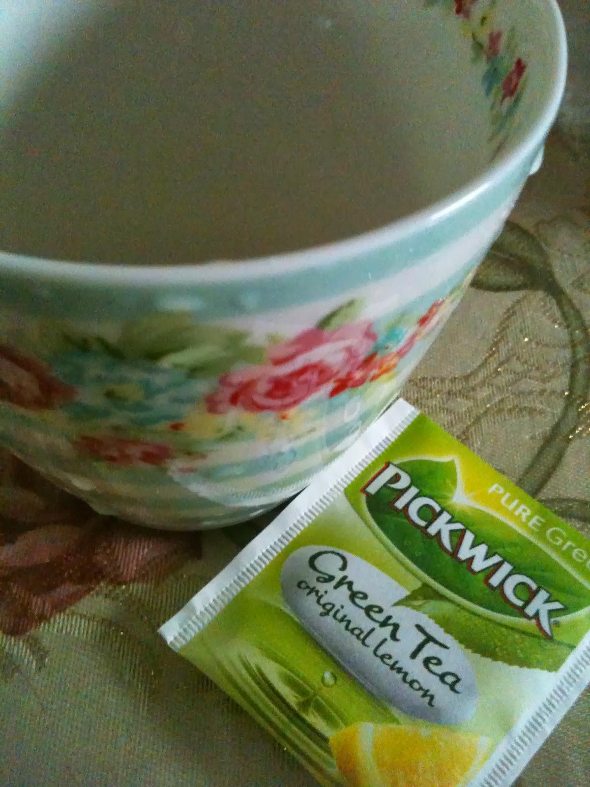 九月秋雫: 【早餐】蜜糖法國麵包 【茶】荷蘭檸檬綠茶,排出多餘水分。 材料: 檸檬1個. 綠茶粉2湯匙 . 做法: 在暖水中加入綠茶粉,做法 | StarryTearoom的Cook1Cook食譜分享