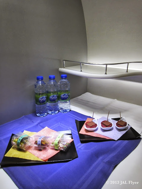 JAL trip report on JL005 - JAL First Class self-service bar