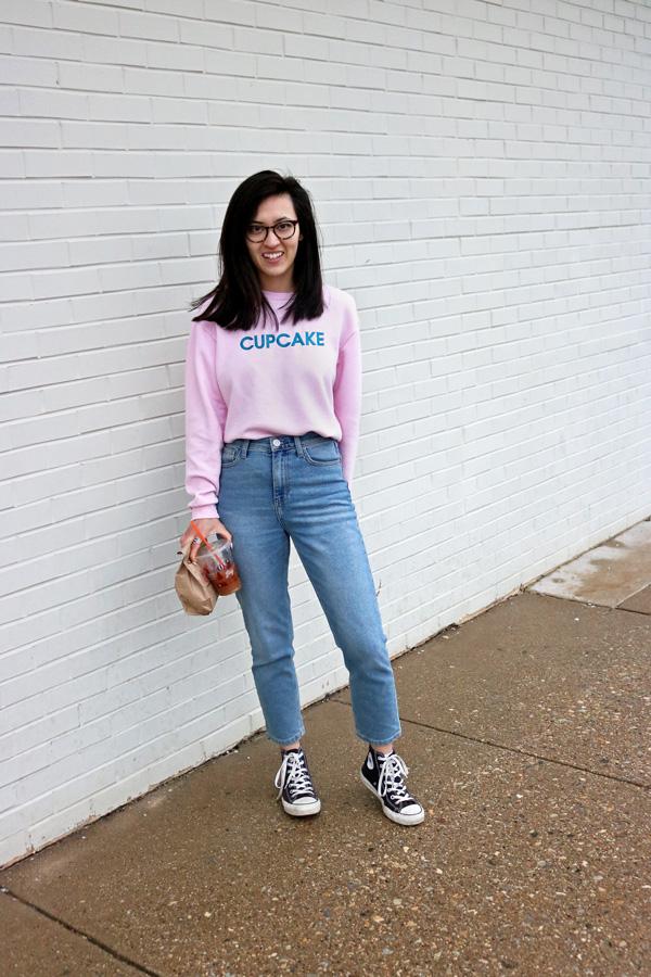 cupcake slogan sweatshirt mom jeans converse