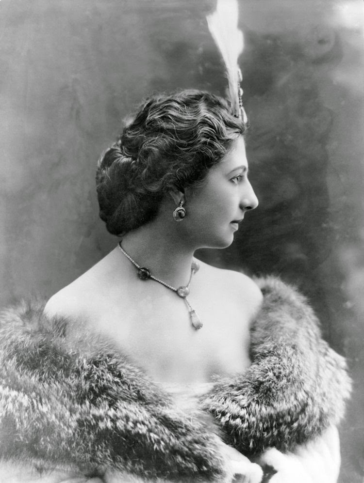 Gods and Foolish Grandeur: Mata Hari, lady of fashion