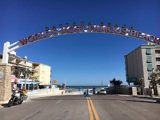 0fd2b51ffae Nesse dia continuei a caminho de Miami mas sempre que possível escolhendo a  estrada A1A que segue junto à costa. Passei em Daytona Beach
