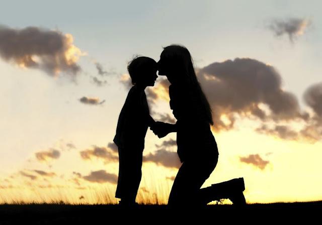 Filhos tendem a ter o mesmo padrão de relacionamento amoroso da mãe, diz estudo