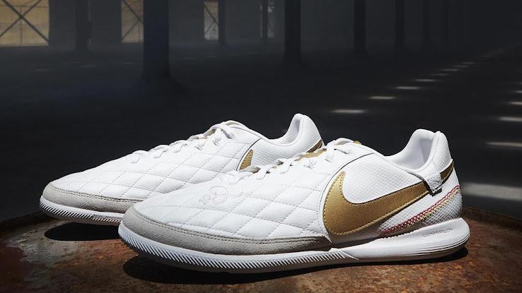 82cb9666fba607 White   Gold Nike TiempoX Ronaldinho  Barcelona  Boots Released ...