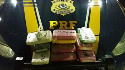 Mulher de 22 anos é presa transportando dez quilos de cocaína avaliados em R$ 200 mil em ônibus