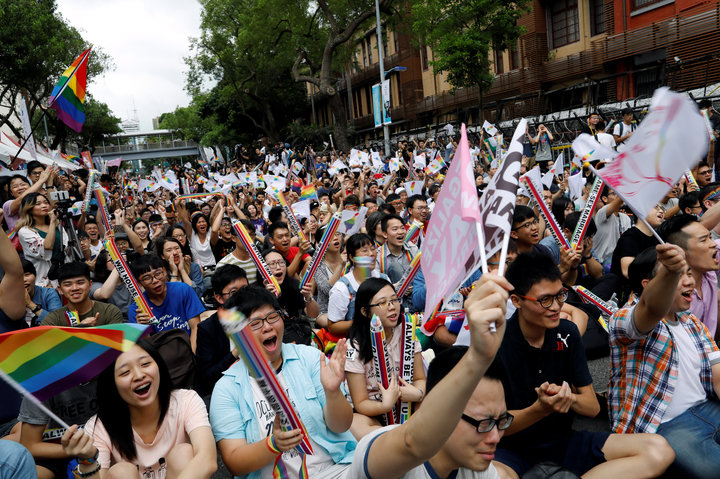 TAIWAN: FIRST ASIAN NATION TO LEGALIZE SAME-SEX UNIONS ...