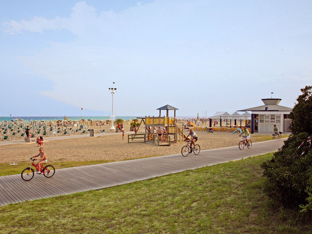Hotel Las Vegas, Bibione | Italy - A Perfect Holiday Choice for Families - cycle route by beach