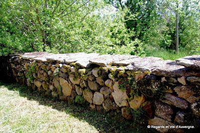 Mur en pierres sèches à Autrac, Haute-Loire