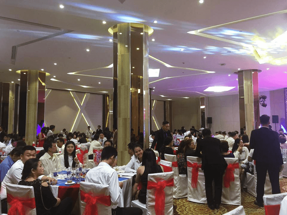 Nhiều nhà đầu tư xuống tiền cọc ngay trong buổi lễ mở bán condotel Nha Trang