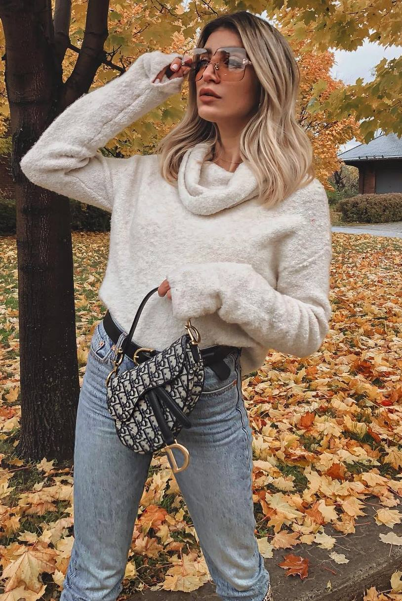 cool outfit idea with a sweater : jeans and bag