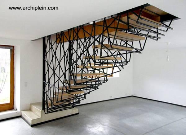 escalera interior de metal y madera muy original en francia