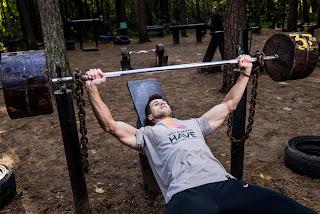 Bench Press Salah Satu Cara Meningkatkan Daya Tahan Tubuh Dengan Latihan Fisik