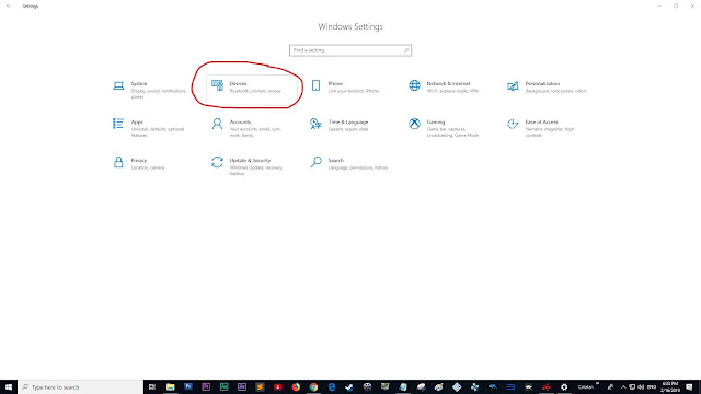 """Setting"" di Windows 10, kemudian pilih ""Devices""."