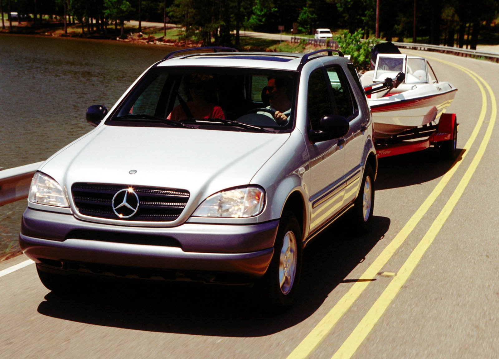 20 years ago mercedes benz virtually invented the luxury for Mercedes benz 1999 ml320