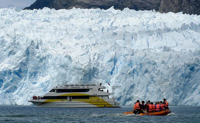Xvlor.com Laguna San Rafael National Park is spectacular fjord in Patagonian ice field