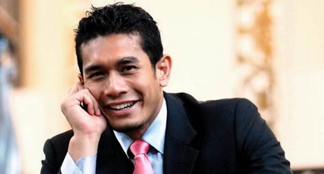 Video Fahrin Ahmad Menyanyikan Lagu Guru Malaysia