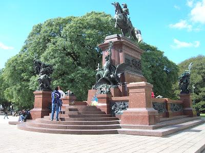 Plaza del General Martín, Buenos Aires, Argentina, vuelta al mundo, round the world, La vuelta al mundo de Asun y Ricardo