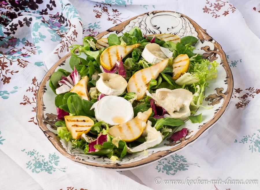 Salat mit Ziegenkäse und gebratenen Birnen