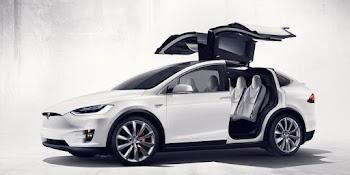 Ο πρώτος διάσημος ιδιοκτήτης του νέου Tesla Model X!