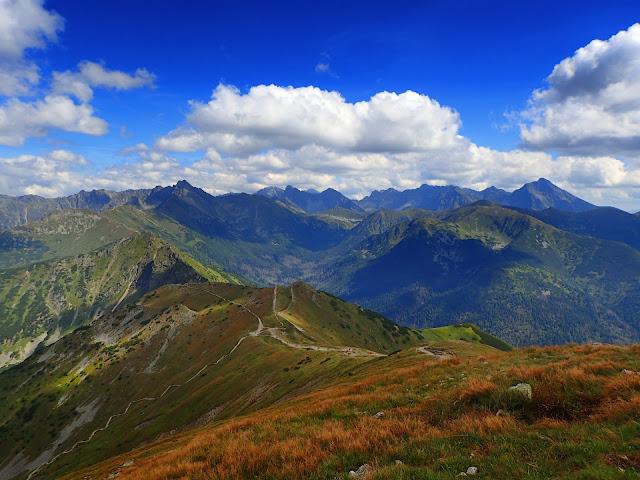 Kopa Kondracka oferuje wspaniałe panoramy, zwłaszcza na Tatry Wysokie