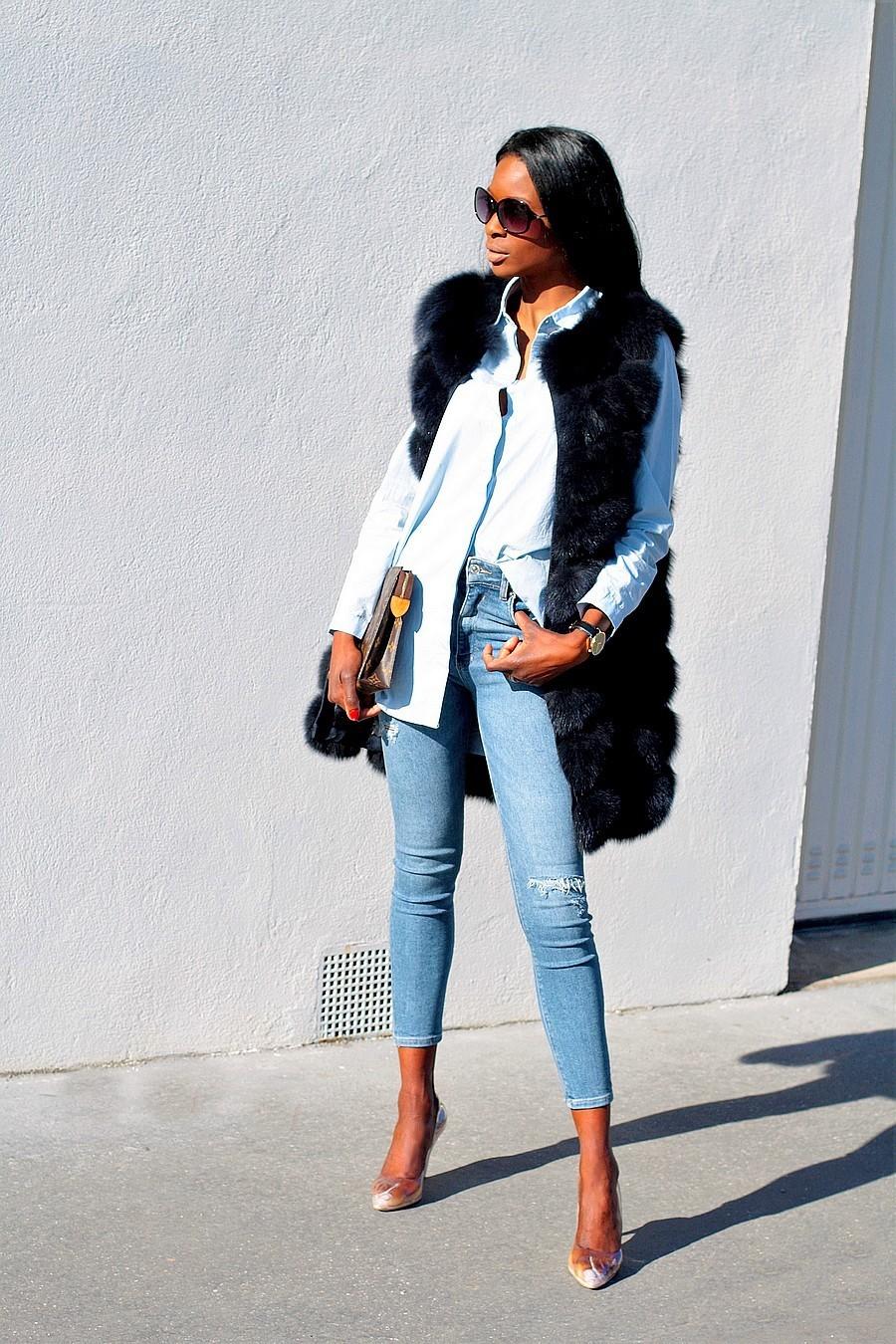 idee-look-chic-facile-jeans-chemise-pochette-louis-vuitton-gilet-fourrure