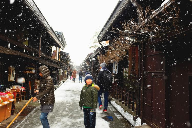 Voyage au Japon - Gifu - Le Gamin de Takayama - Alpes Japonaises - Le Chameau Bleu Blog Voyage Takayama