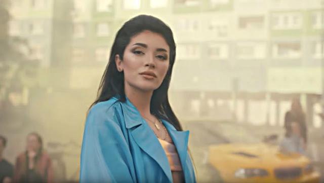 Pesona Era Istrefi, Penyanyi Lagu Resmi Piala Dunia 2018 yang Menggoda