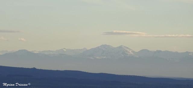 Pyrénées mountain chain lanscape
