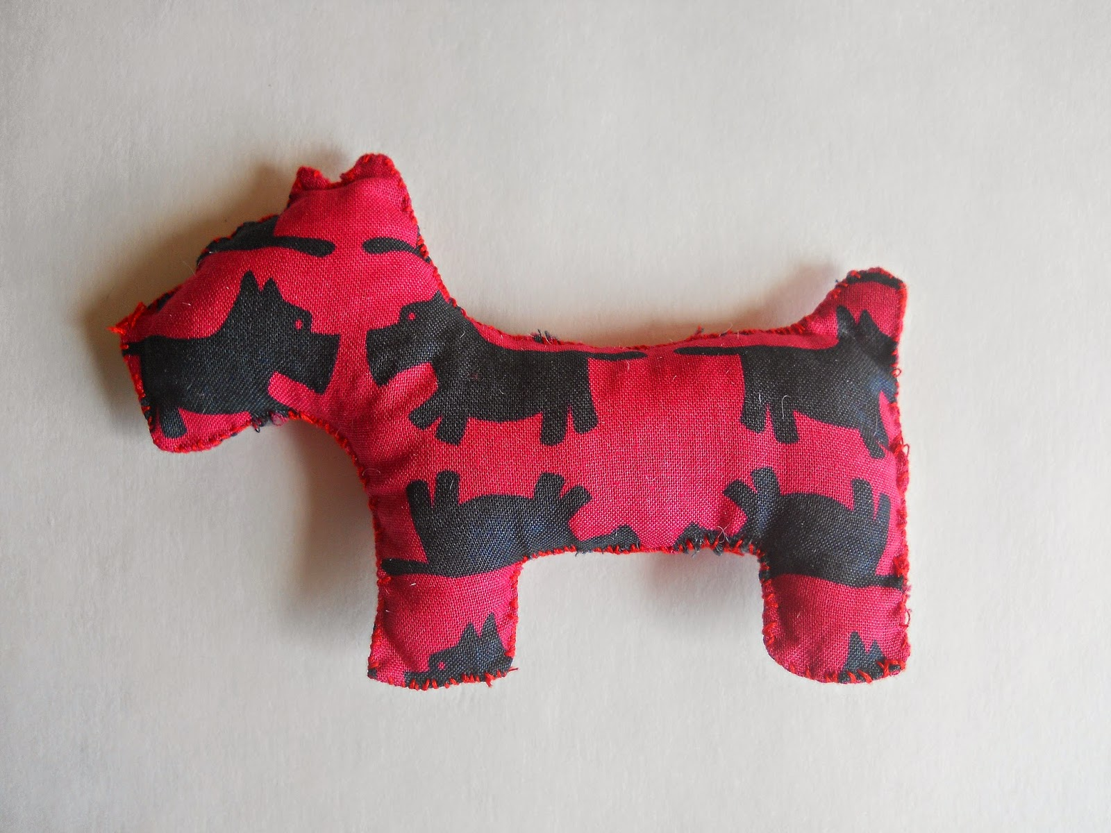 Hondenspeeltjes Maken Running With A Glue Gun Dog Bandana To Dog Toy Diy