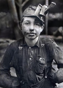 Child working on the mines