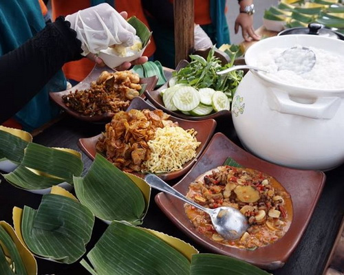 Travel.Tinuku.com Solo Jenang Festival, folk culture ritual offering porridge cooking traditions from all over archipelago