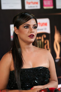 Glamorous Actress Neetu Chandra in Black dress at IIFA Utsavam Awards 27th March 2017  Exclusive