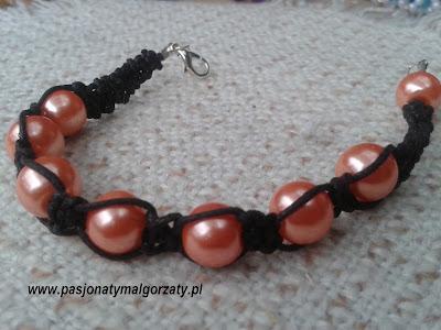 czarny sznurek pomarańczowe perełki