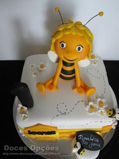 abelha maia bolo