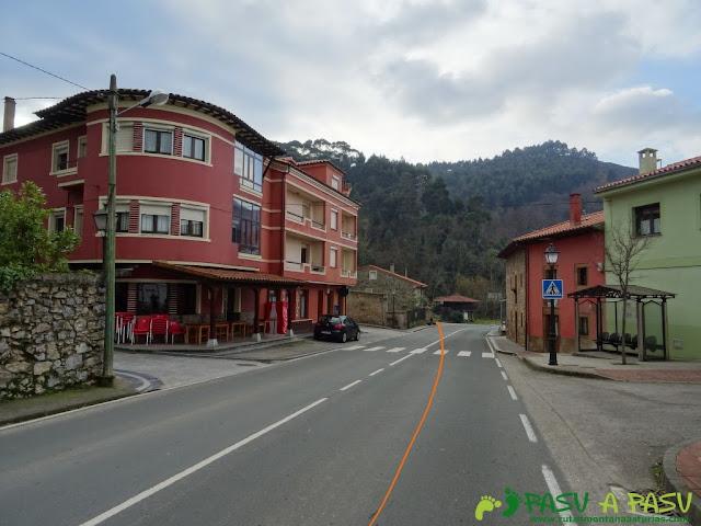 Ruta al Pico Gobia y La Forquita: Prado, capital de Caravia