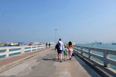 Kapal Penyeberangan Pattaya Ke Koh Larn (Coral) Island.