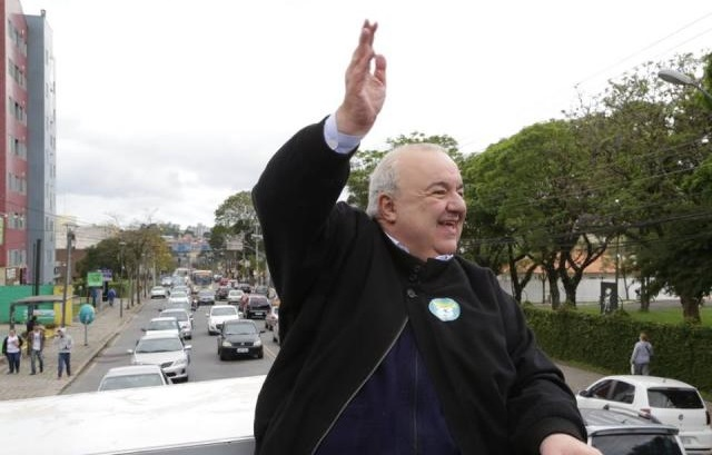 Rafael Greca (PMN) realizou nesta quinta-feira (3) a primeira reunião com Gustavo Fruet (PDT), após ser eleito para comandar Curitiba pelos próximos quatro anos