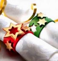 http://manualidadesparaninos.biz/servilleteros-para-navidad-en-forma-de-estrellas/