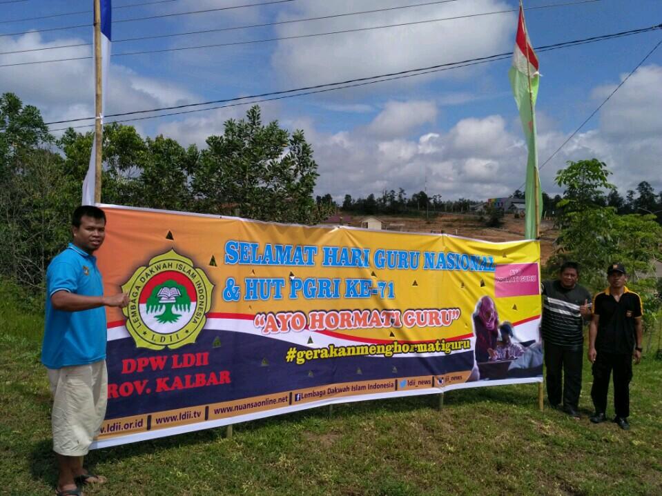 LDII Kalimantan Barat turut berpasrtisipasi menyambut Hari Guru Nasional dengan Gerakan Menghormati Guru, 25 November 2016. Foto: LINES