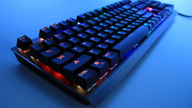 09ba474dfc2 Mempunyai sebuah keyboard itu adalah kewajiban bagi para gamer. Tanpa  adanya keyboard, kita bisa apa sih? Keyboard itu ibaratkan tangan dan kaki,  ...