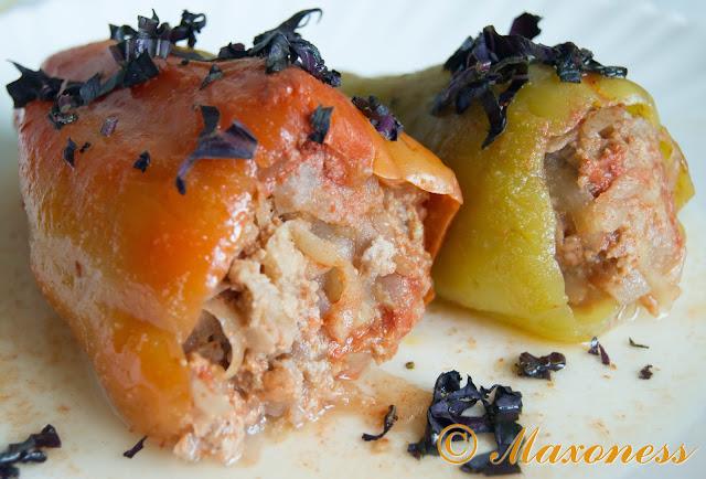 Перцы, фаршированные мясом и кабачком