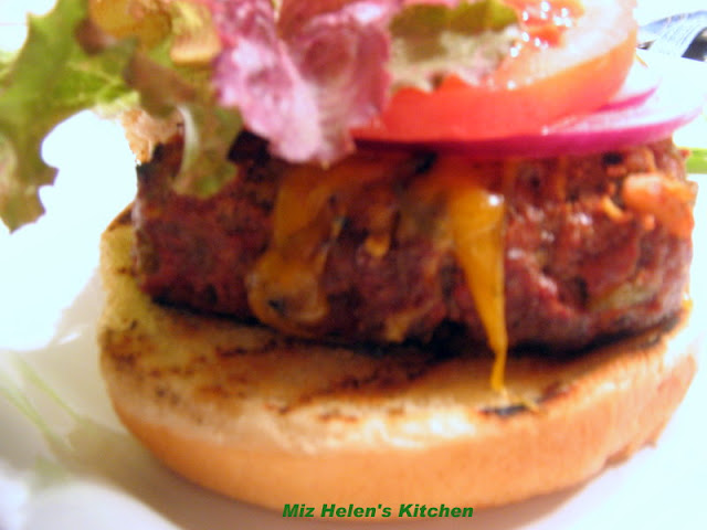 Green Chili Burger at Miz Helen's Country Cottage